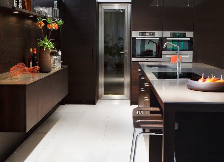 Кухня коричневого цвета: примеры интерьеров